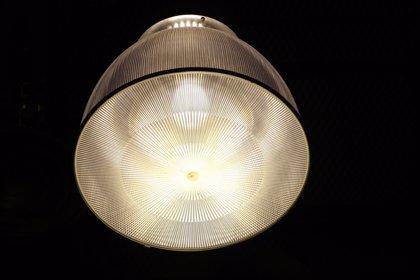 El recibo de la luz se mantiene en abril, según el INE
