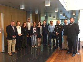 Delegada en Córdoba acompaña a diputados andaluces en su visita a la Unidad de Policía Adscrita a la Junta