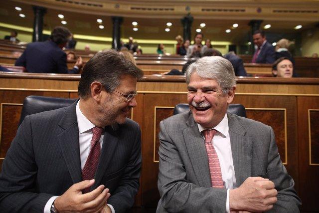 Alfonso Dastis y Rafael en la sesión de control al Gobierno en el Congreso