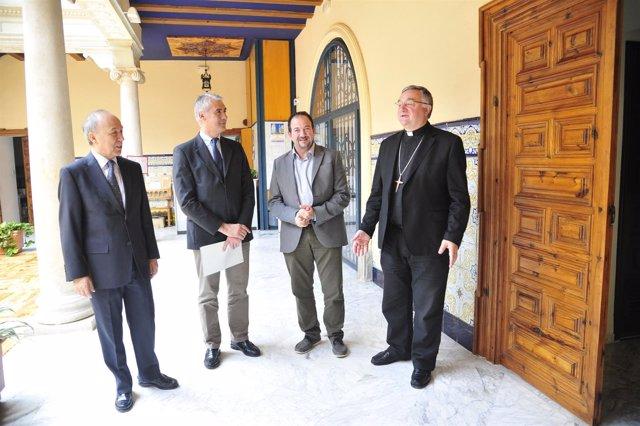Millán, Sánchez y Gómez Cantero, en la firma del convenio este viernes