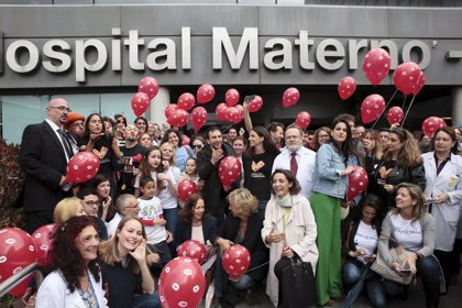 Unos 180 hospitales de toda España han realizado un lanzamiento masivo de besos para todos los niños hospitalizados