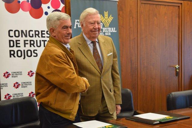 Nt Y Foto Firma Caja Rural Y Freshuelva Congreso De Frutos Rojos