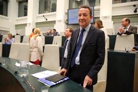 PP acusa a Carmena de cambiar pancarta de refugiados por la del independentismo con la conferencia de Puigdemont