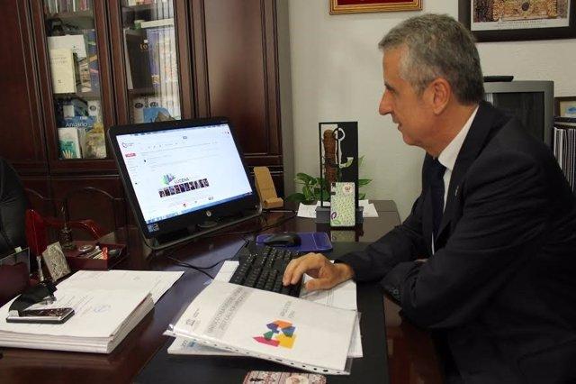 Juan Pérez oficializa lal candidatura