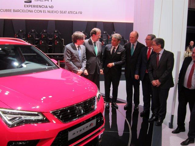 El pte. Mariano Rajoy y Carles Puigdemont en el stand de Seat en el Automobile