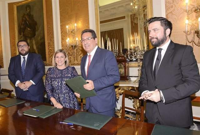 La presidenta de la Diputación de Cádiz y el presidente de la Fundación Cajasol