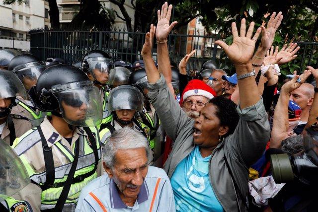 Manifestación de abuelos opositores en Caracas