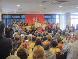 """Sánchez subraya que """"el desafío no es mirar al PP de lado ni por debajo, sino de frente, siendo la alternativa"""""""