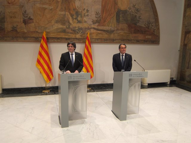 Carles Puigdemont (pte.De la Generalitat) Artur Mas (expte.)