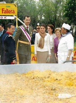 El valenciano cocinó una paella para los ahora reyes Felipe y Letizia