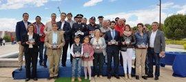 Homenajeados en Seseña recogen su reconocimiento un año después del incendio de la planta de neumáticos