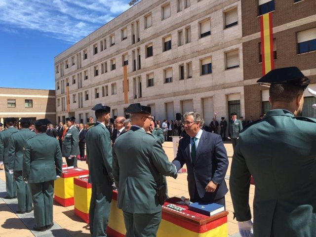 El ministro del Interior, Juan Ignacio Zoido, con la Guardia Civil.