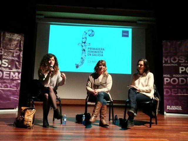 Sofía Castañón, Carmen Santos y Carolina Bescansa en un acto de Podemos