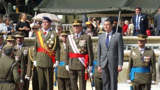 Antonio Sanz asiste a jura de bandera civil en Sevilla
