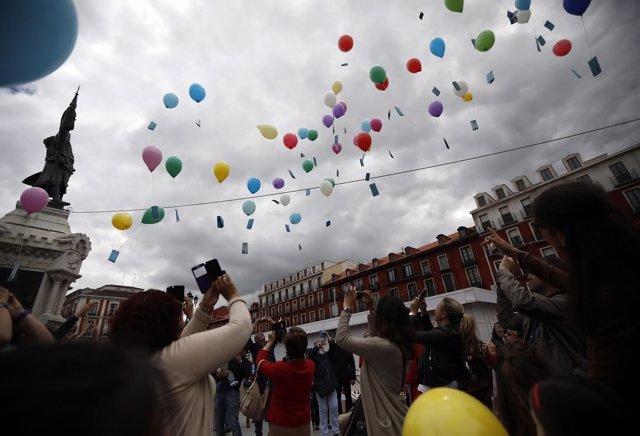 Imagen de la suelta de globos con cuentos