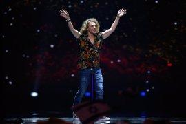 Manel Navarro responde con humor a su error en Eurovisión