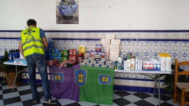 Bomberos málaga entregan productos asilo ángeles