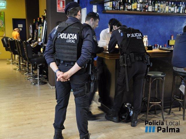 Policía Local de Palma registra salones de juego y apuestas