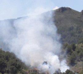 Un incendio afecta a la Sierra de La Calderona y obliga a cerrar el puerto de Sagunto