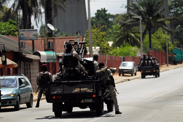 Militares marfileños
