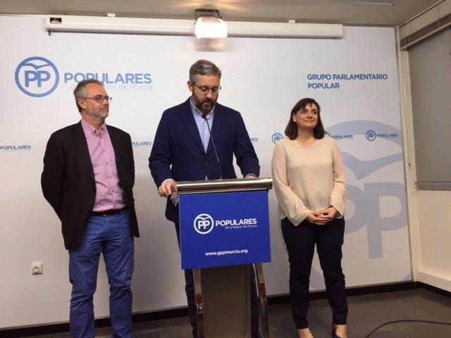 El portavoz del Grupo Parlamentario Popular, Víctor Manuel Martínez
