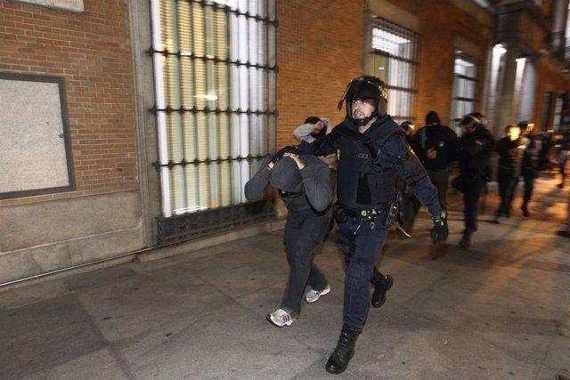 Enfrentamientos ante el Congreso entre manifestantes del 25S y policía