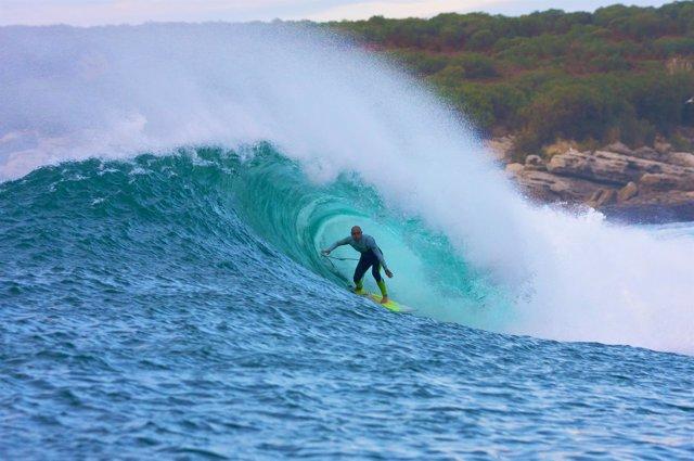 El surfer cántabro Pablo Gutiérrez