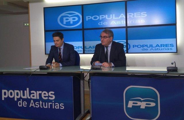 Rueda de prensa de los diputados del PP Ramón García Cañal y Pedro de Rueda