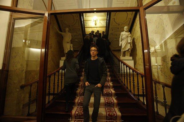 Iñigo Errejón en los pasillos del Congreso