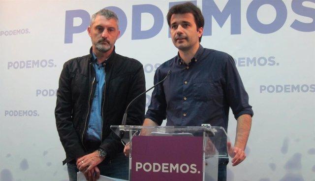 Javier Sánchez y Oscar Urralburu en rueda de prensa en Podemos