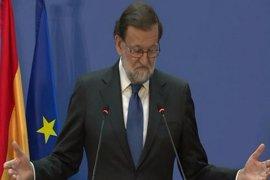 """Rajoy pide """"seriedad"""" y """"responsabilidad"""" al PSOE y no centrarse en pedir su dimisión"""