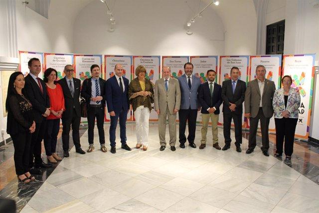 De la Calle y Villalobos, con los municipios premiados