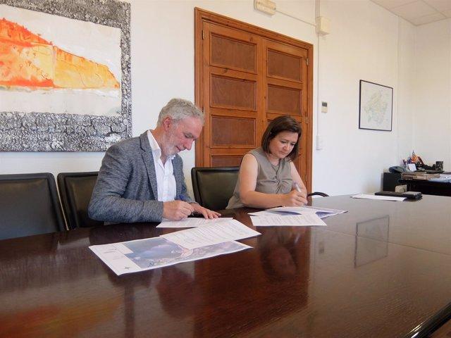 Firma de un convenio entre el Consell de Mallorca y el Ayuntamiento de Pollença