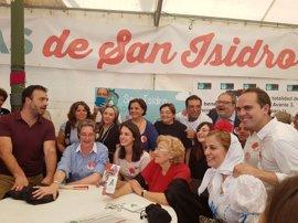 Carmena comparte comida con concejales de Ahora Madrid mientras que edil de Carabanchel y Errejón bailan un chotis