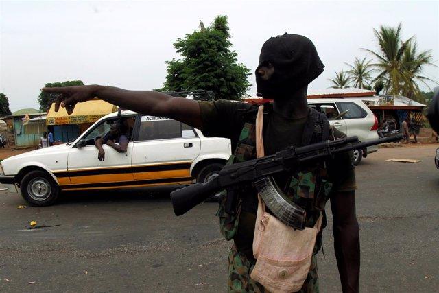 Un soldado amotinado de Costa de Marfil
