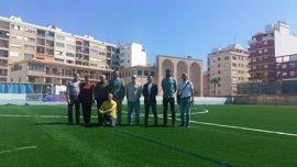 Termina la instalación de césped artificial en el campo de fútbol de La Antoniana (Camp Redó)