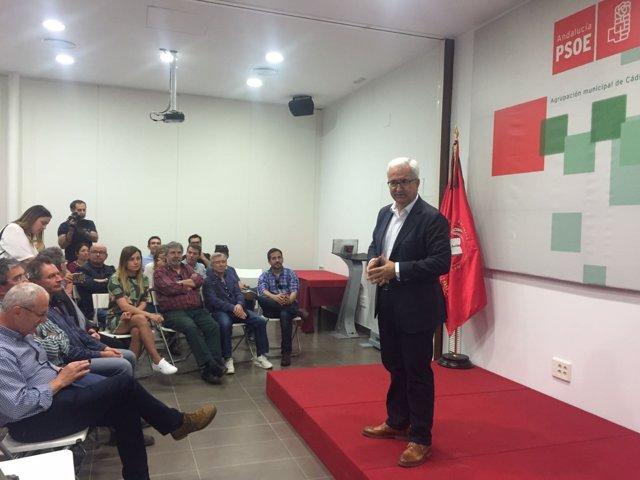 Jiménez Barrios en un acto en la sede del PSOE de Cádiz