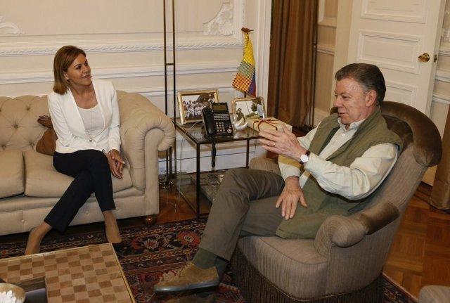 María Dolores de Cospedal con el presidente colombiano, José Manuel Santos