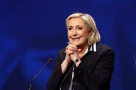 Le Pen irá en las listas del Frente Nacional para las elecciones legislativas