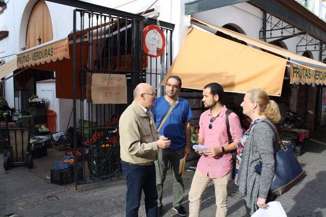 Rojas en el mercado de la calle Feria.