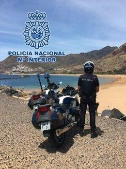 Policía Nacional en la playa de Las Teresitas