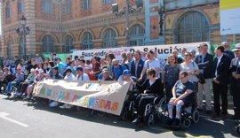 Decenas de personas con movilidad reducida en Almería reclaman a Renfe un tren adaptado