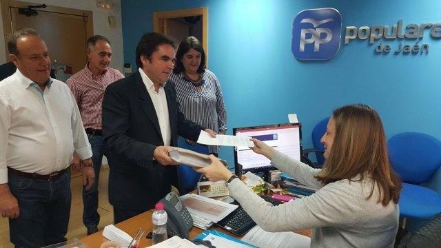 Miguel Moreno presenta los avales de su candidatura
