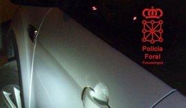 Detenido por daños al rayar las puertas de un coche