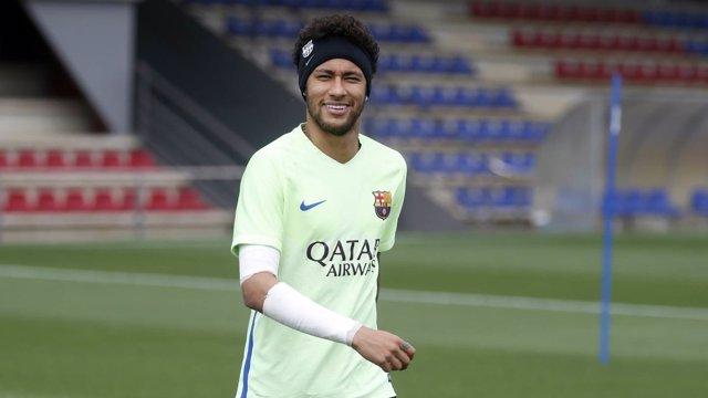 Neymar entrenando con el Barcelona