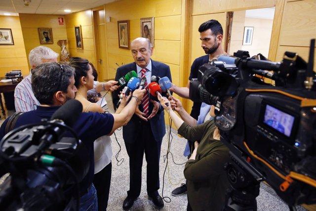 El consejero José María  Mazón tras reunirse con la PAH