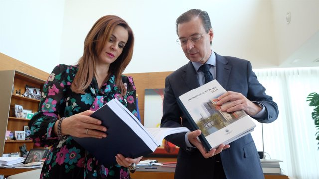 Las Cortes reciben la Memoria del CES correspondiente a 2016
