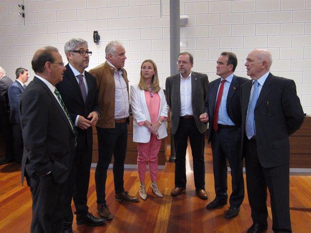 El presidente de la DPZ, junto a los seis portavoces de los grupos políticos