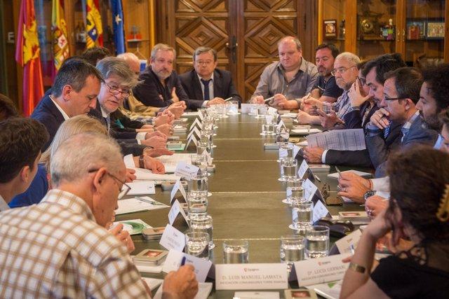 Santisteve y Rivarés, junto a agentes socioeconómicos de Zaragoza
