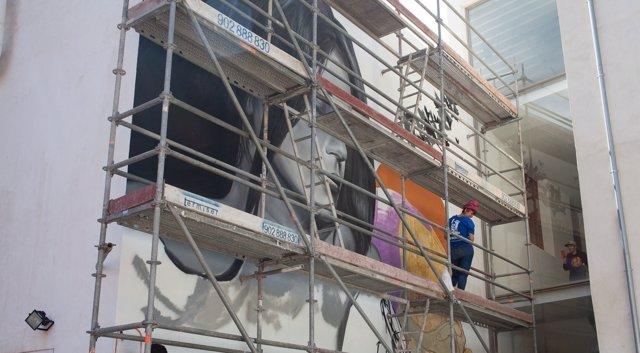 Mural en la pared exterior del Centre del Carme